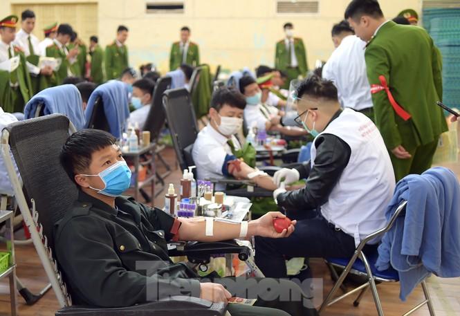 'Bóng hồng' Học viện Cảnh sát Nhân dân sẻ chia giọt hồng lan tỏa Chủ nhật Đỏ - ảnh 10