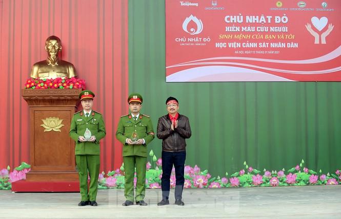 'Bóng hồng' Học viện Cảnh sát Nhân dân sẻ chia giọt hồng lan tỏa Chủ nhật Đỏ - ảnh 5