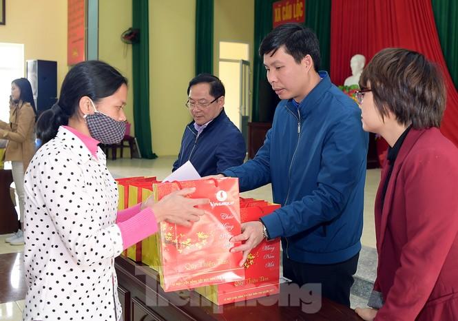 Hoa hậu Đỗ Thị Hà đồng hành mang Tết sớm đến các hộ khó khăn xứ Thanh - ảnh 4
