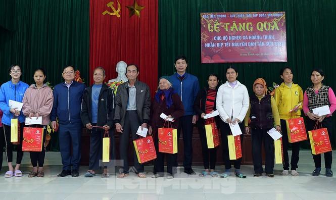 Hoa hậu Đỗ Thị Hà đồng hành mang Tết sớm đến các hộ khó khăn xứ Thanh - ảnh 9