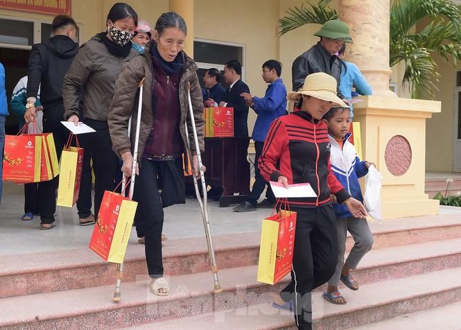 Hoa hậu Đỗ Thị Hà đồng hành mang Tết sớm đến các hộ khó khăn xứ Thanh - ảnh 6
