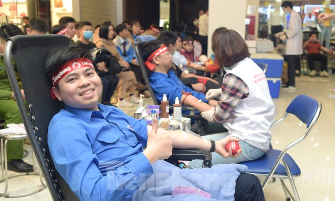 Chủ nhật Đỏ tại Hòa Bình tiếp nhận đơn vị máu vượt dự kiến - ảnh 11