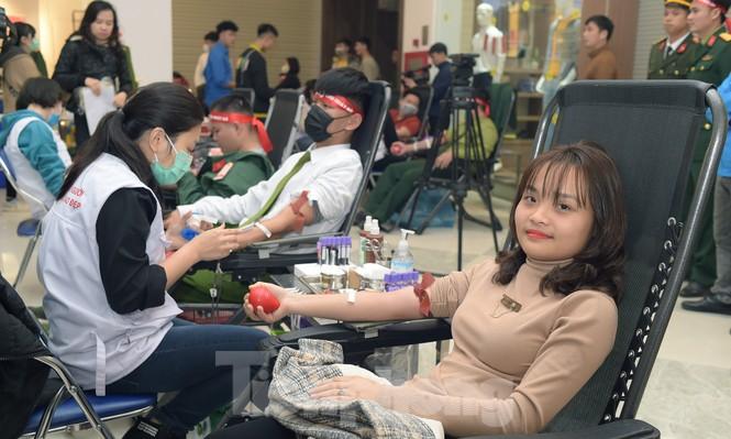 Chủ nhật Đỏ tại Hòa Bình tiếp nhận đơn vị máu vượt dự kiến - ảnh 14