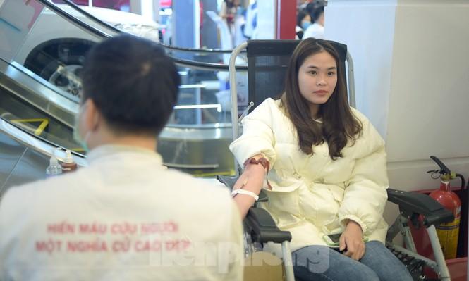 Chủ nhật Đỏ tại Hòa Bình tiếp nhận đơn vị máu vượt dự kiến - ảnh 16