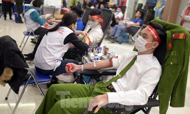 Chủ nhật Đỏ tại Hòa Bình tiếp nhận đơn vị máu vượt dự kiến - ảnh 8