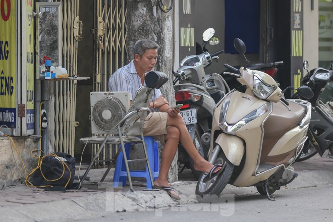 Hà Nội trở lại nắng nóng sau ngày mưa dông - ảnh 11