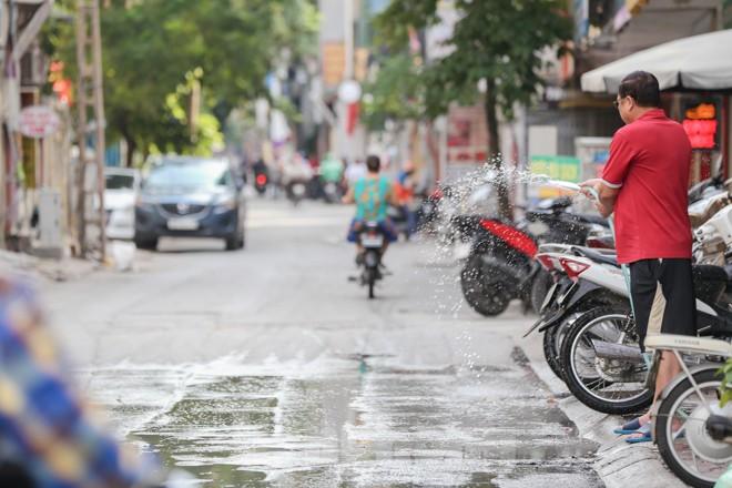 Hà Nội trở lại nắng nóng sau ngày mưa dông - ảnh 13