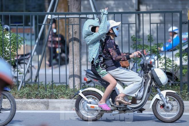 Hà Nội trở lại nắng nóng sau ngày mưa dông - ảnh 5