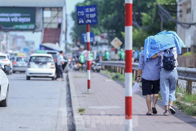 Hà Nội trở lại nắng nóng sau ngày mưa dông - ảnh 9