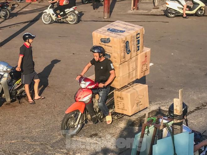 Chợ Long Biên ngày trùm bảo kê Hưng 'kính' nhận án 48 tháng tù - ảnh 12