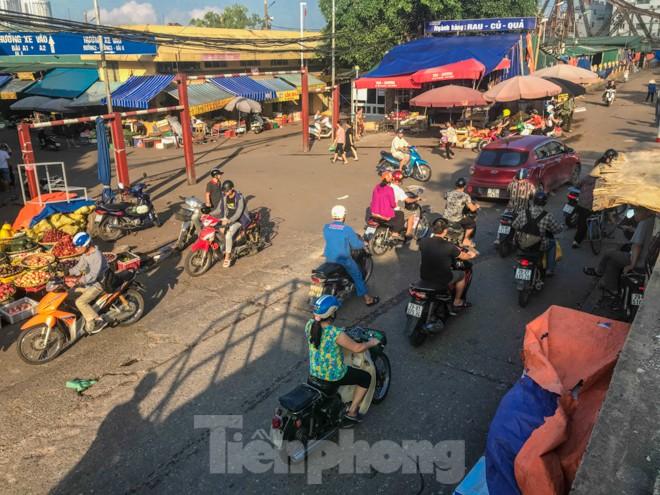 Chợ Long Biên ngày trùm bảo kê Hưng 'kính' nhận án 48 tháng tù - ảnh 1