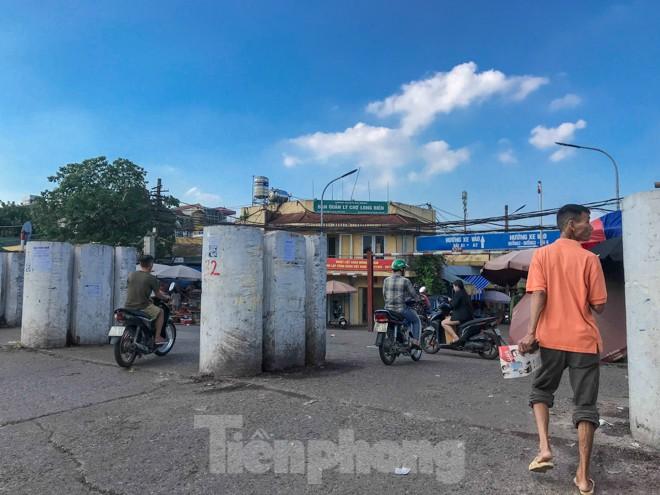 Chợ Long Biên ngày trùm bảo kê Hưng 'kính' nhận án 48 tháng tù - ảnh 3