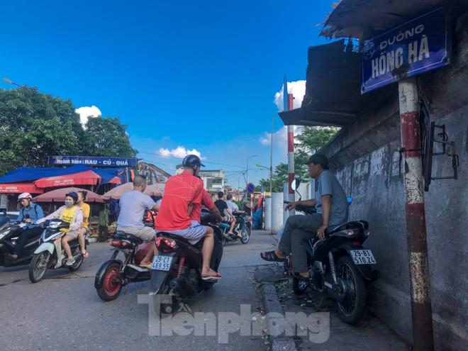 Chợ Long Biên ngày trùm bảo kê Hưng 'kính' nhận án 48 tháng tù - ảnh 2