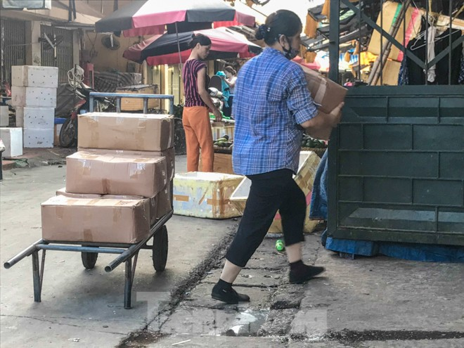 Chợ Long Biên ngày trùm bảo kê Hưng 'kính' nhận án 48 tháng tù - ảnh 8