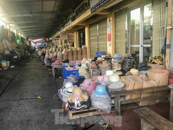Chợ Long Biên ngày trùm bảo kê Hưng 'kính' nhận án 48 tháng tù - ảnh 9
