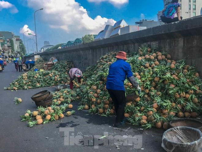 Chợ Long Biên ngày trùm bảo kê Hưng 'kính' nhận án 48 tháng tù - ảnh 11