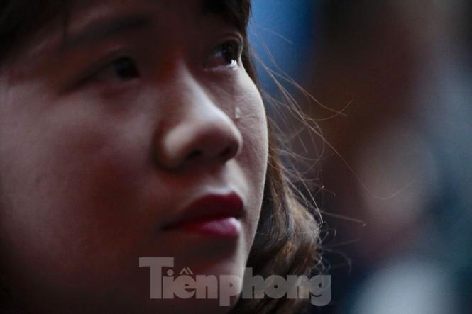 Không cầm được nước mắt xem phim về Thứ trưởng giáo dục Lê Hải An - ảnh 14
