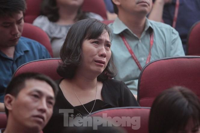Không cầm được nước mắt xem phim về Thứ trưởng giáo dục Lê Hải An - ảnh 2