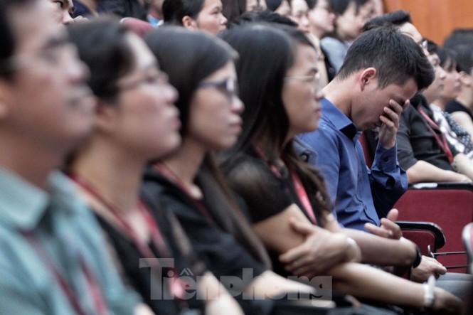 Không cầm được nước mắt xem phim về Thứ trưởng giáo dục Lê Hải An - ảnh 3