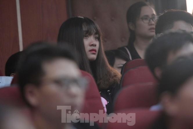 Không cầm được nước mắt xem phim về Thứ trưởng giáo dục Lê Hải An - ảnh 5