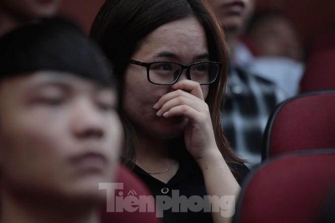 Không cầm được nước mắt xem phim về Thứ trưởng giáo dục Lê Hải An - ảnh 7