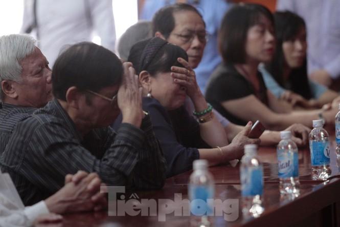 Không cầm được nước mắt xem phim về Thứ trưởng giáo dục Lê Hải An - ảnh 8