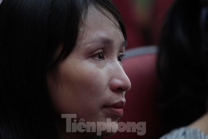 Không cầm được nước mắt xem phim về Thứ trưởng giáo dục Lê Hải An - ảnh 9