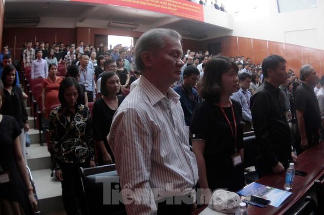 Không cầm được nước mắt xem phim về Thứ trưởng giáo dục Lê Hải An - ảnh 11