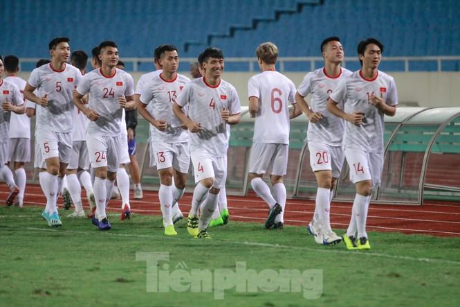 Trước trận gặp UAE, thầy Park gây chú ý với hành động đặc biệt ở Mỹ Đình - ảnh 1