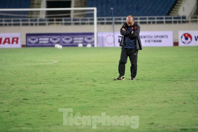Trước trận gặp UAE, thầy Park gây chú ý với hành động đặc biệt ở Mỹ Đình - ảnh 2