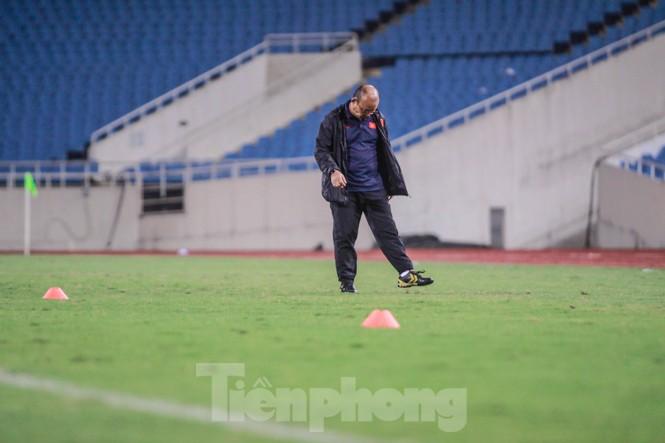 Trước trận gặp UAE, thầy Park gây chú ý với hành động đặc biệt ở Mỹ Đình - ảnh 3