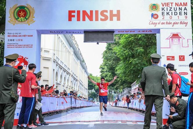 Giải chạy tiếp sức Kizuna Ekiden: 'Chạy vì an toàn giao thông'. - ảnh 15