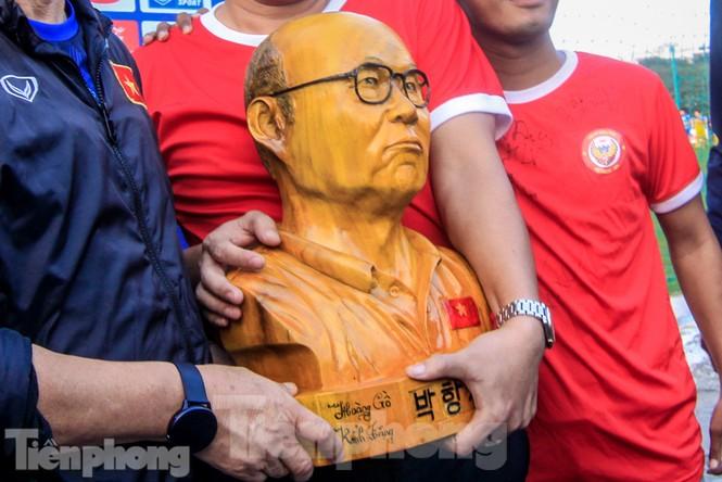HLV Park Hang Seo nhận món quà bất ngờ trước trận Thái Lan - ảnh 2