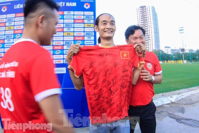 HLV Park Hang Seo nhận món quà bất ngờ trước trận Thái Lan - ảnh 7