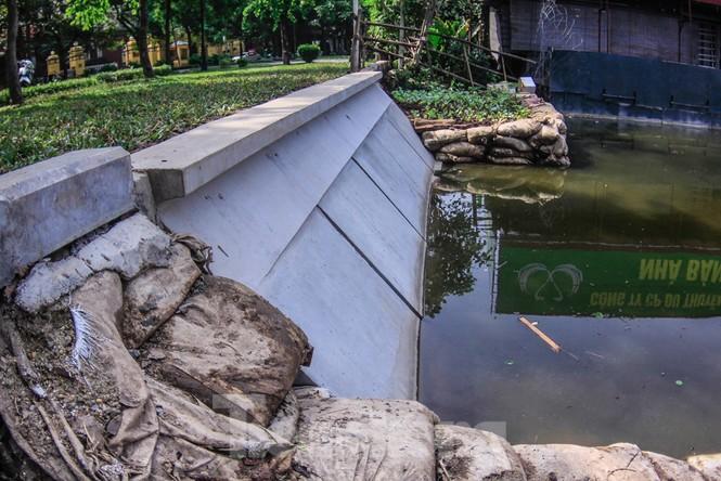 Cận cảnh bờ kè bằng khối bê tông đúc sẵn thí điểm cho Hồ Gươm - ảnh 9