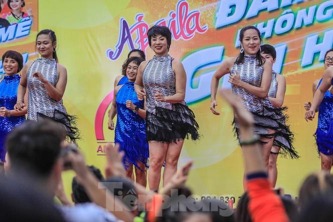 Hàng nghìn người 'khuấy đảo' phố đi bộ Hồ Gươm bằng điệu nhảy zumba - ảnh 5