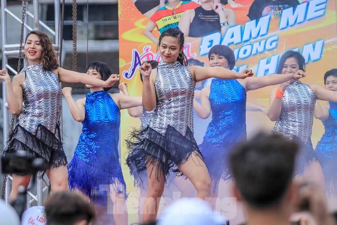 Hàng nghìn người 'khuấy đảo' phố đi bộ Hồ Gươm bằng điệu nhảy zumba - ảnh 6