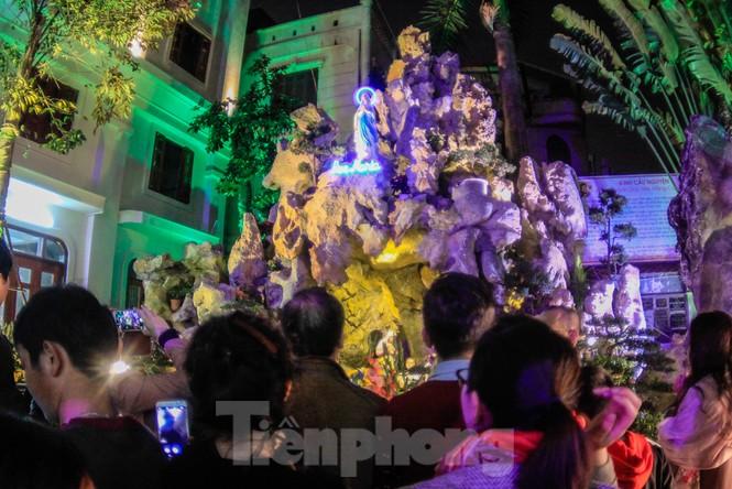 Giáo xứ Thái Hà thắp nến, cầu nguyện trong đêm Giáng sinh  - ảnh 2