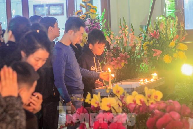 Giáo xứ Thái Hà thắp nến, cầu nguyện trong đêm Giáng sinh  - ảnh 3