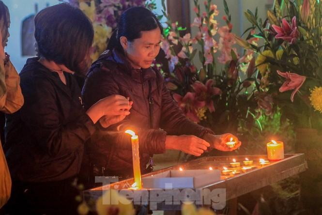 Giáo xứ Thái Hà thắp nến, cầu nguyện trong đêm Giáng sinh  - ảnh 4