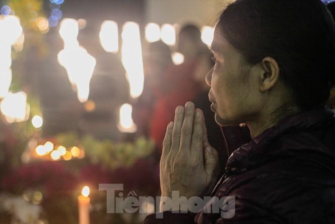 Giáo xứ Thái Hà thắp nến, cầu nguyện trong đêm Giáng sinh  - ảnh 5