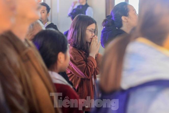 Giáo xứ Thái Hà thắp nến, cầu nguyện trong đêm Giáng sinh  - ảnh 6