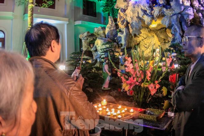 Giáo xứ Thái Hà thắp nến, cầu nguyện trong đêm Giáng sinh  - ảnh 7