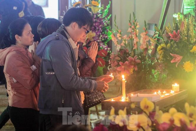Giáo xứ Thái Hà thắp nến, cầu nguyện trong đêm Giáng sinh  - ảnh 8
