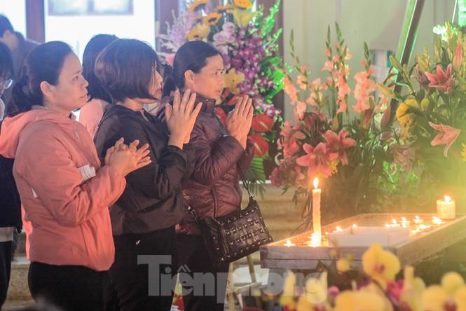 Giáo xứ Thái Hà thắp nến, cầu nguyện trong đêm Giáng sinh  - ảnh 9