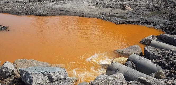 Chủ doanh nghiệp để nước thải nhiễm kim loại đổ ra vịnh Hạ Long nói lỗi Bộ TNMT - ảnh 1
