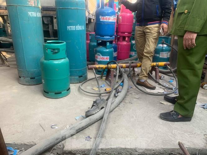 Theo chân Cảnh sát Kinh tế Hải Phòng bắt gas lậu - ảnh 3