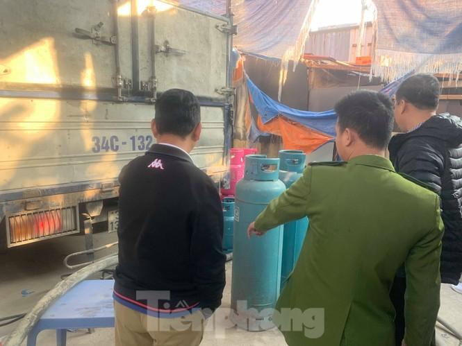 Theo chân Cảnh sát Kinh tế Hải Phòng bắt gas lậu - ảnh 2