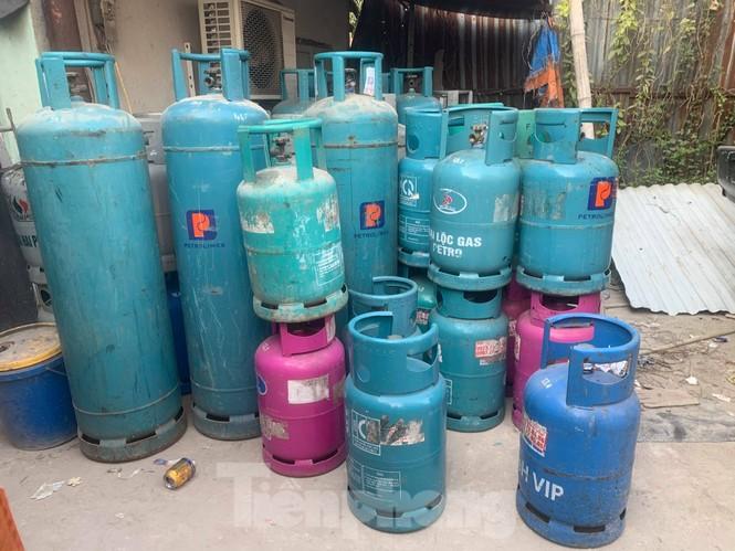 Theo chân Cảnh sát Kinh tế Hải Phòng bắt gas lậu - ảnh 5