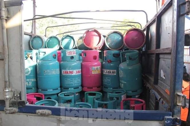Theo chân Cảnh sát Kinh tế Hải Phòng bắt gas lậu - ảnh 7